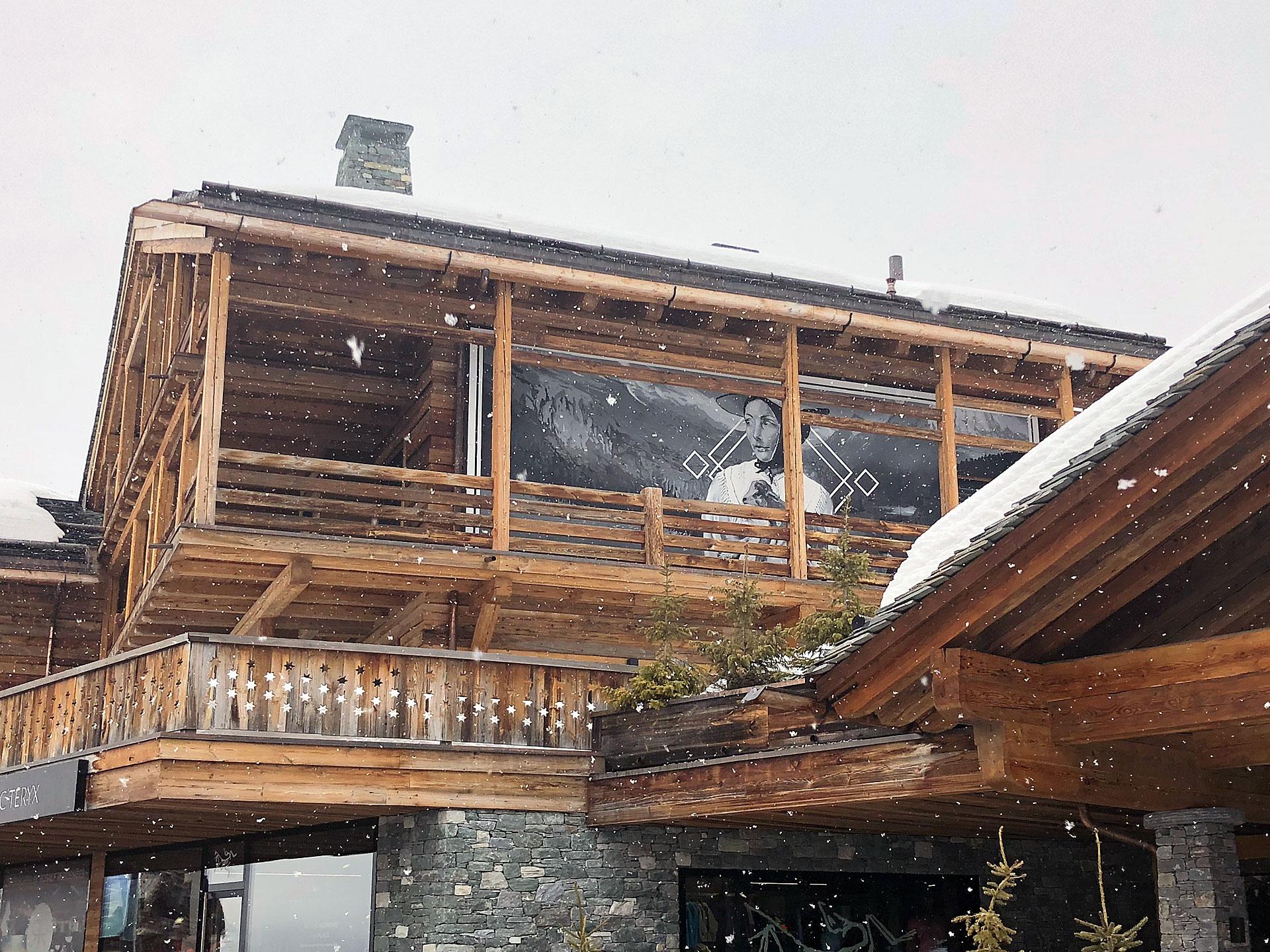 rosalp luxe verbier valais suisse jasm1 jasm one noir et blanc valaisanne chèvre paysage vallée